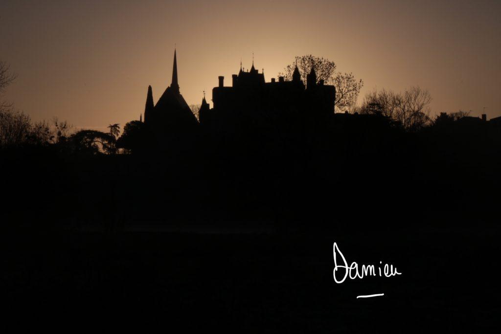 Château de Montreuil Bellay à contre jour